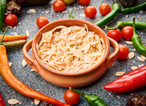 salata coleslaw morcovi varza