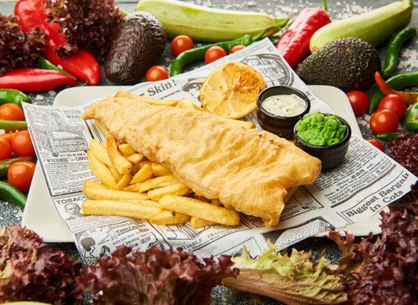 Fish and chips cu mazare si sos tartar
