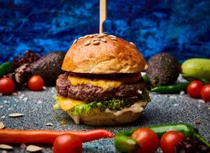 Burger cu vita black angus, branza cheddar